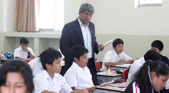 Gobierno del Perú: Sueldo mínimo de docentes será de 2,600 soles