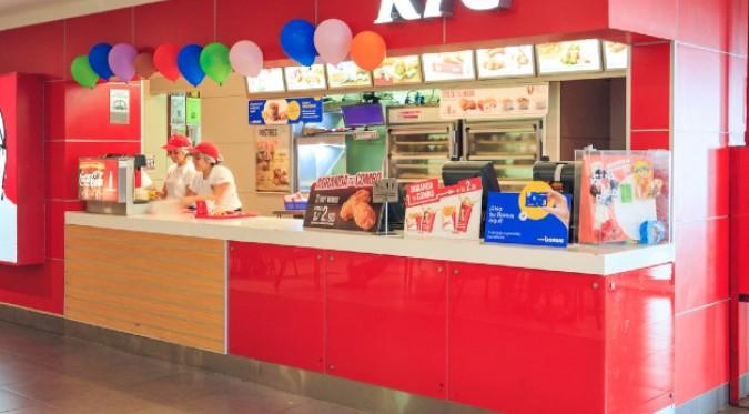 Restaurante de comida rápida ofrece promociones a personas vacunadas contra el COVID-19
